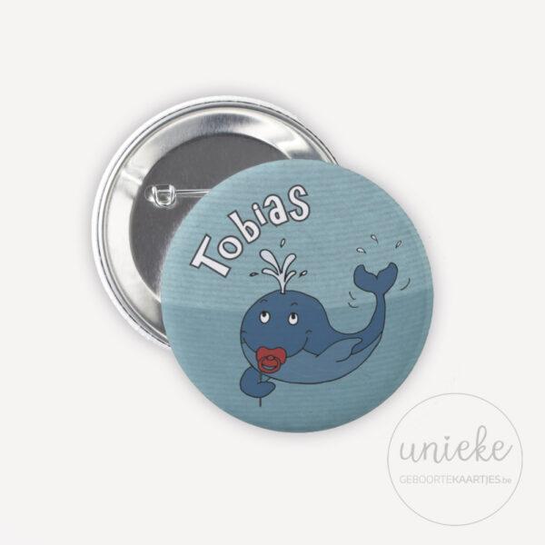 Button passend bij kaartje van Tobias
