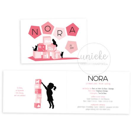 Voorzijde en binnenzijde van het kaartje van Nora