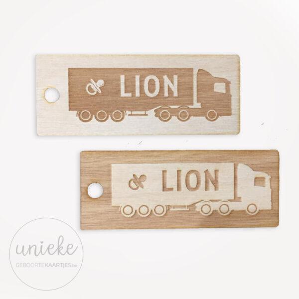 Houten labels passend bij kaartje van Lion