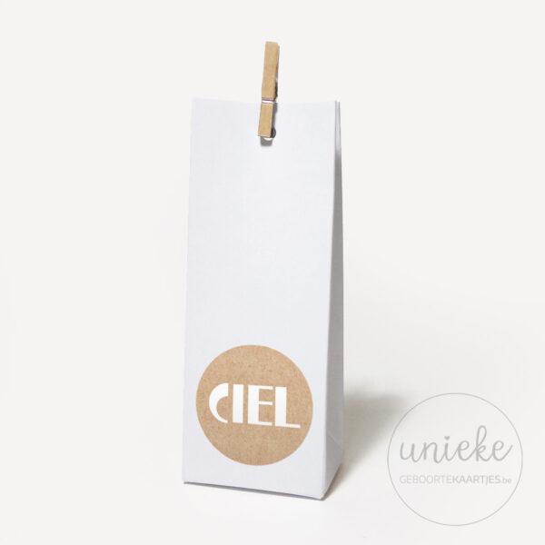 Stickertje Ciel op hoog wit doosje