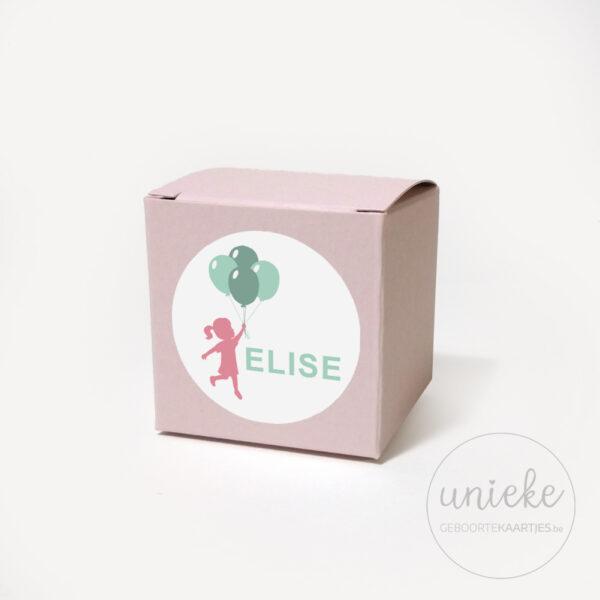 Stickertje Elise op lichtroze doosje