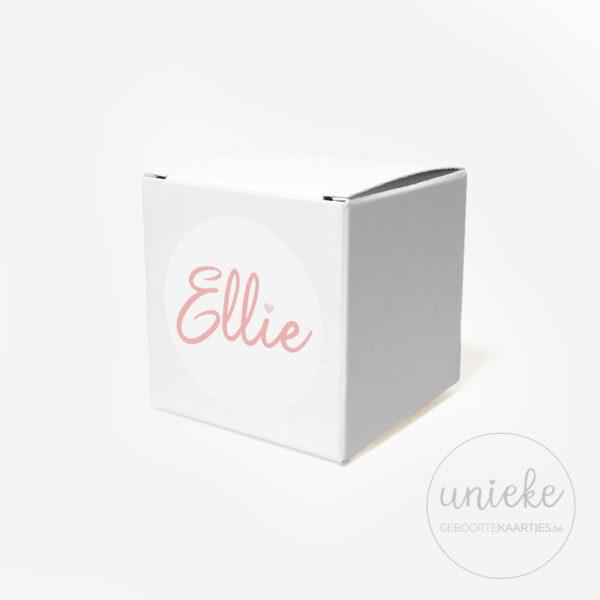 Stickertje Ellie op wit doosje