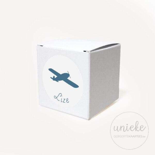 Stickertje Lize op wit doosje