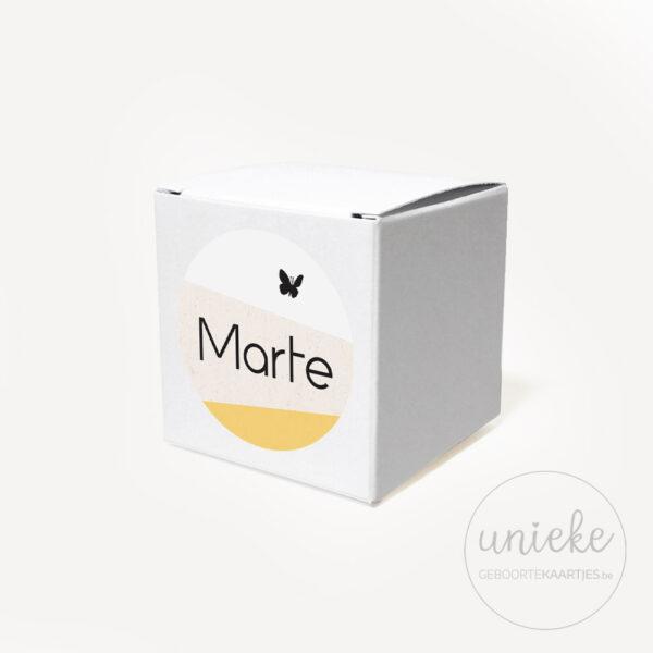 Stickertje Marte op wit doosje