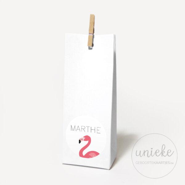 Stickertje Marthe op hoog wit doosje