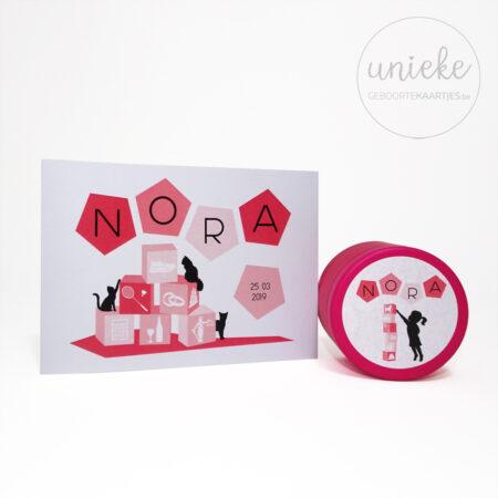 Stickertje bij het kaartje van Nora