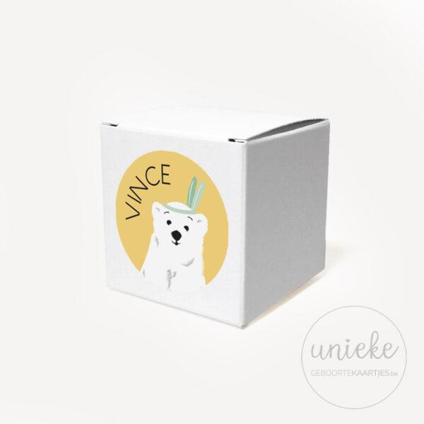 Stickertje Vince op wit doosje