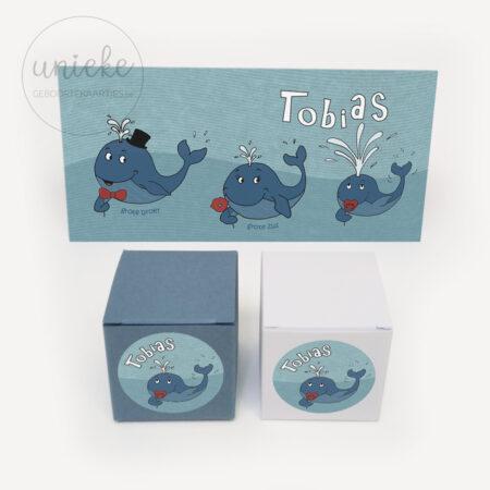 Stickertje Tobias met kaartje