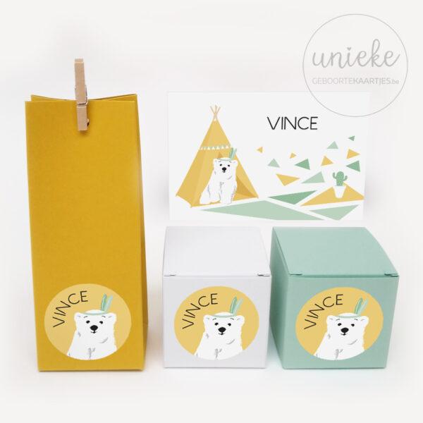 Stickertjes Vince op doosjes met kaartje