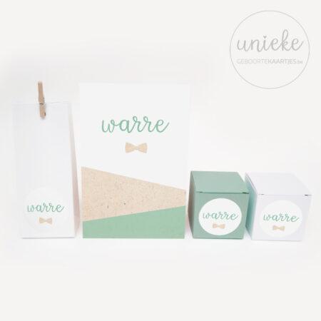 Stickertje met strikje passend bij het kaartje van Warre