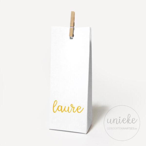 Vinylstickertje Laure op wit hoog doosje